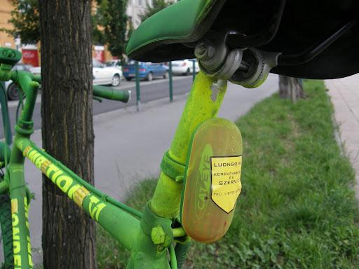 Alsó Pesti Rakpart, XIII. kerület, 13. kerület, Újlipótváros,  Luongo Kerékpárbolt és Szerviz, gerilla reklám, Budapest,  blog, reklámszemét, rakpart, bicikliút