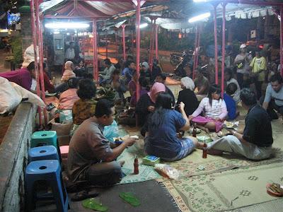 Kuliner Semarang: Lesehan Nasi Ayam