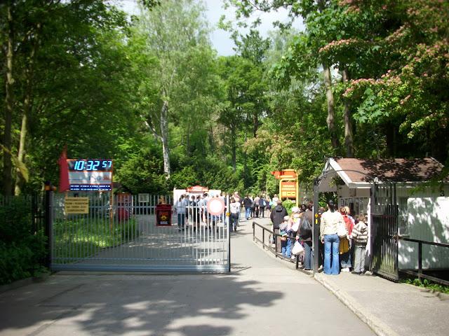 Główne wejście do oliwskiego zoo