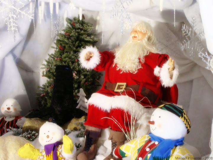 Papai Noel na caverna de neve