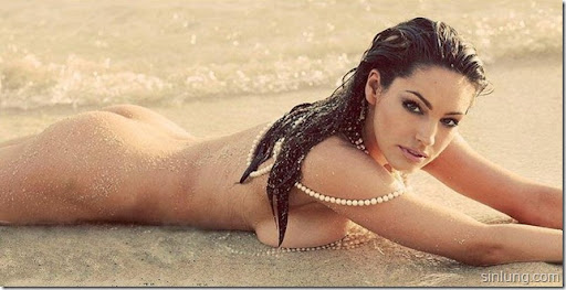 Kelly Brook Naked on beach5