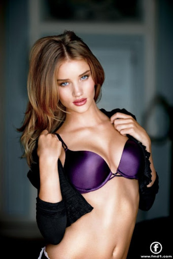 Rosie-Huntington-Whiteley9