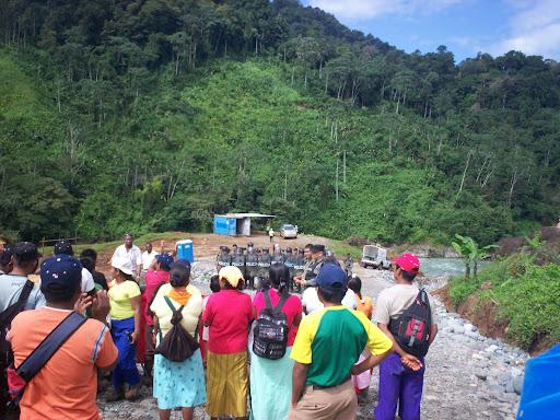 Primer Peloton de Policias que llego al area previo al arresto de los indigenas