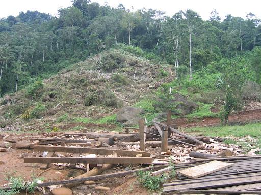 Casa destruida de Isabel Becker en Proyecto Hidroeléctrico de AES Corporation