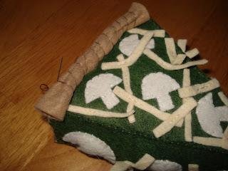 whipstitchcrust - Quiche de espinafre  e  cogumelos de feltro