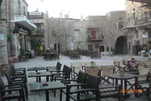 Taş evlerden oluşan Mesta köyünün meydanı