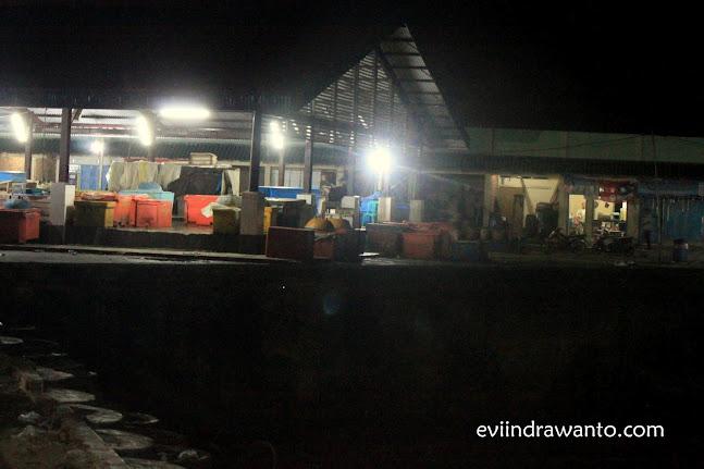 Dermaga pelelangan ikan Pelabuhan Ratu
