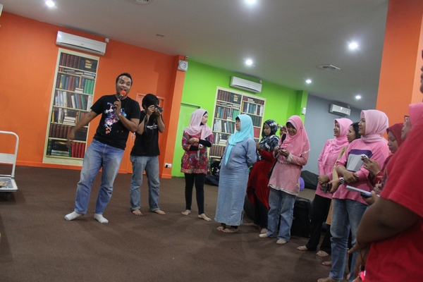 Kumpulan Emak Blogger di IDC Duren Tiga