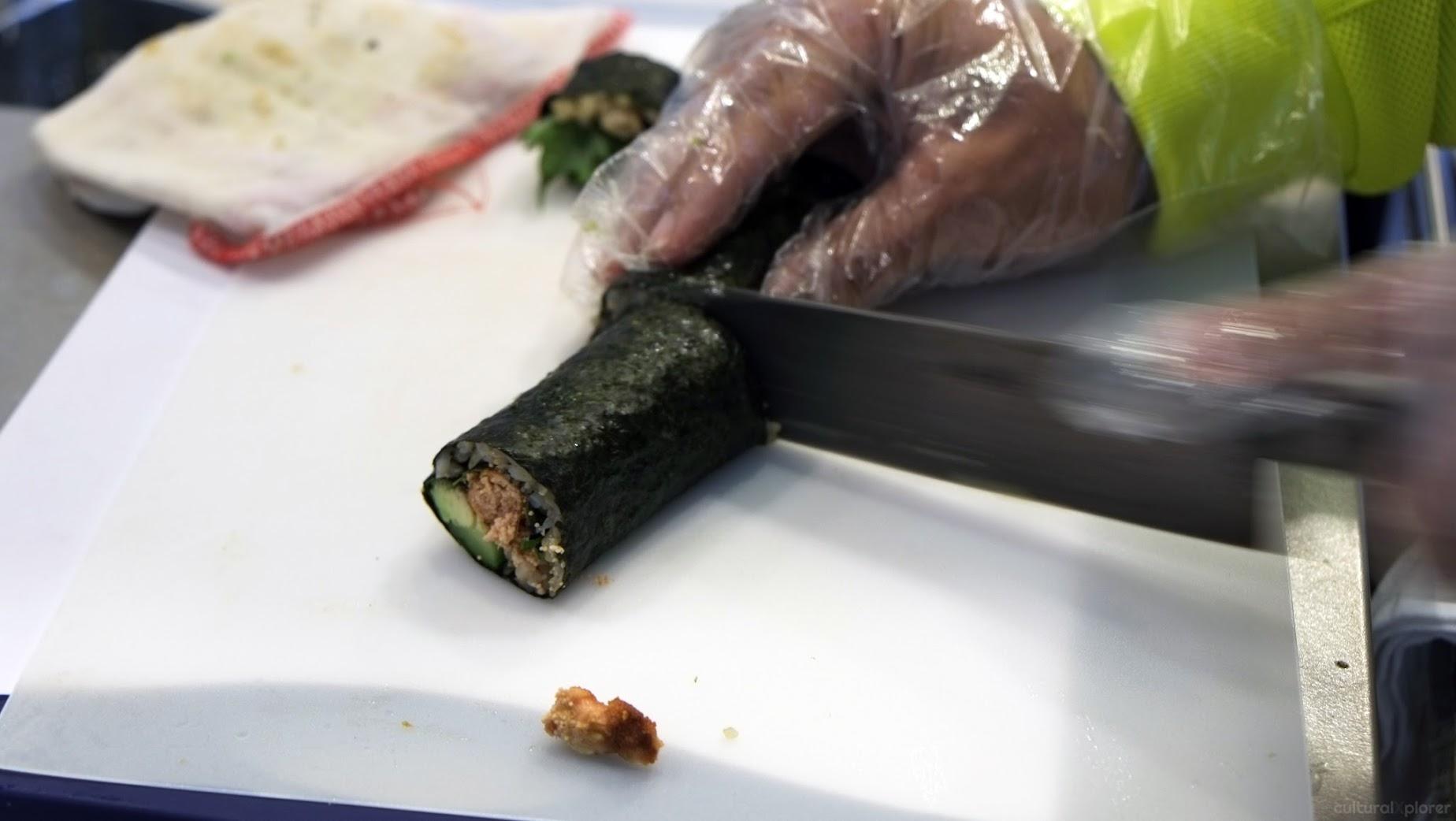 slicing makizushi
