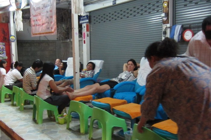Sidewalk Thai foot massage in Chiang Mai