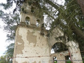 Iglesia antigua en la ronda del humedal La Isla