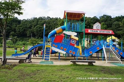 日本に一つの汽車型の遊具