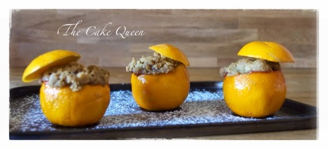 Cobbler de frutas en naranjas
