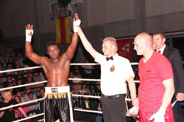 Yves Ngabu wint van Fabrice Clement