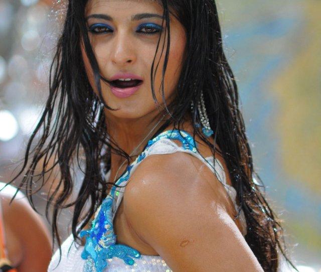Puli Veta Anushka Hot Wet Wallpapers Pictures
