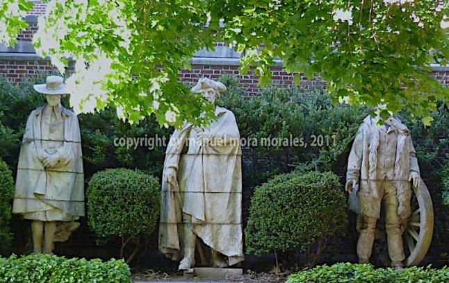 Estatuas de los revolucionarios americanos del s. XVIII, junto a la Sociedad Histórica Presbiteriana, en Filadelfia.