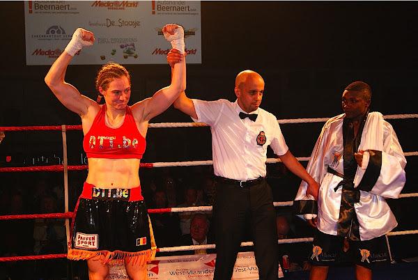 Delfine Persoon wint van Fatuma Zarika