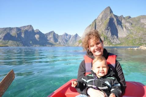 en barque, sur le Reinefjord