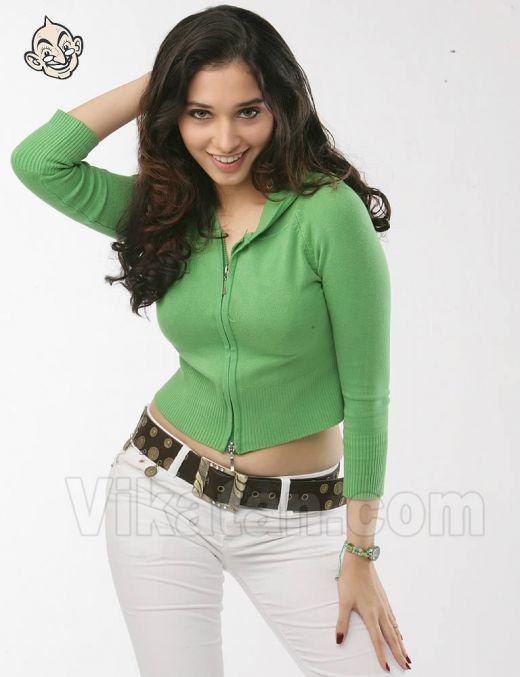 Hot Sexy Girl ACTRESS SHAMITHA SHETTY IN CHADDI PANTY POSE