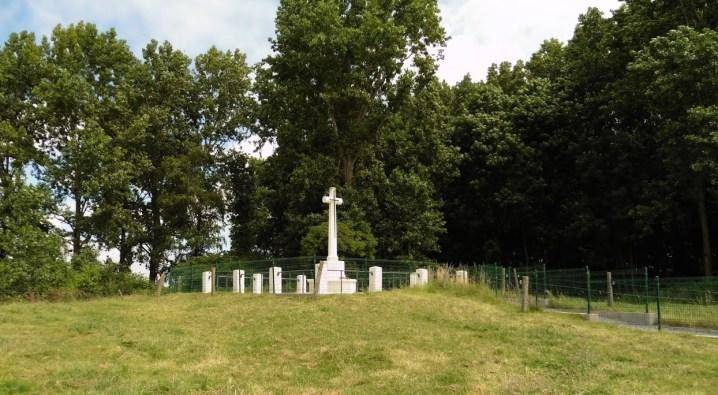 R.E. Grave, Railway Wood bij Bellewaerde