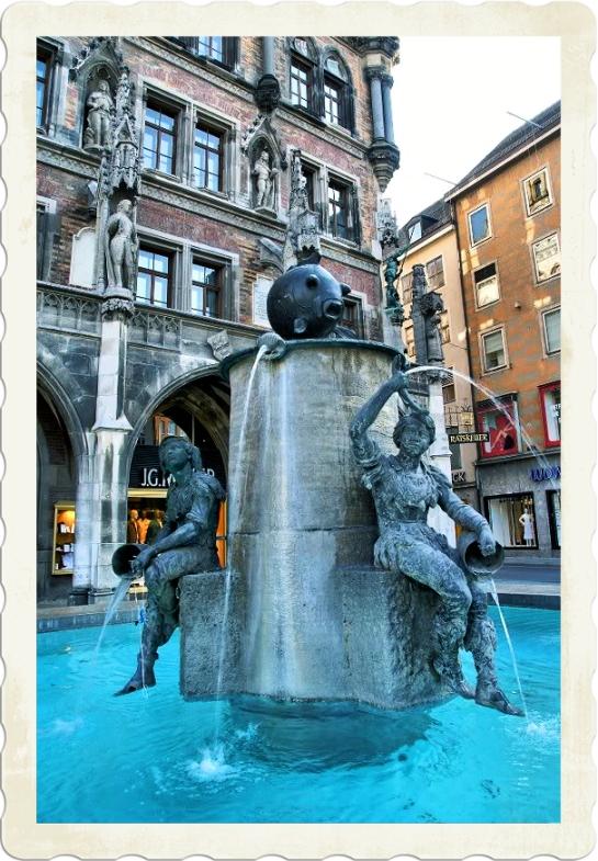 Marienplatz,Fish Fountain,Tourist attractions in Munich;Fischbrunnen;Fish Fountain Munich