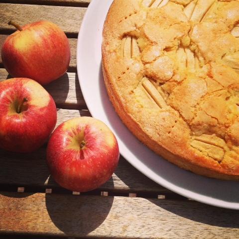 Schneller Apfelkuchen mit Karamellkruste