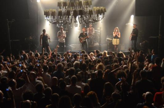 שאנטל ותזמורת מועדון בוקובינה, בארבי. צילום: יובל אראל