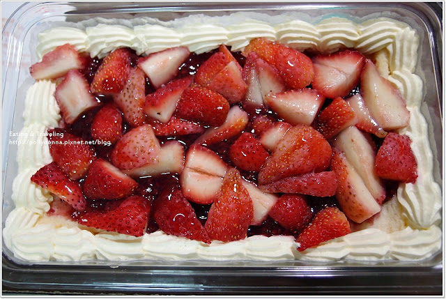 【食事】Costco。滿滿滴草莓~新鮮草莓千層蛋糕 @ 波莉朵娜 :: 痞客邦