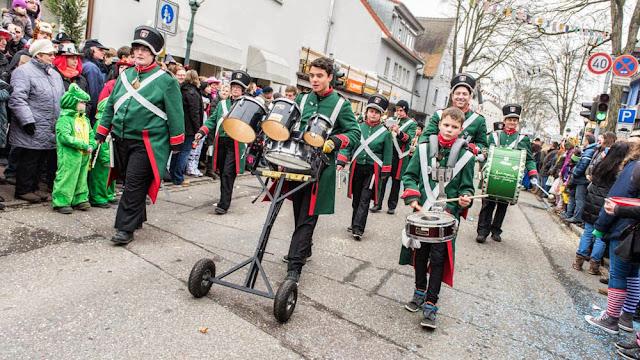 Neuenburg wird großi Kreis(el)stadt - Fasnachtsumzug 2015 (6/6)