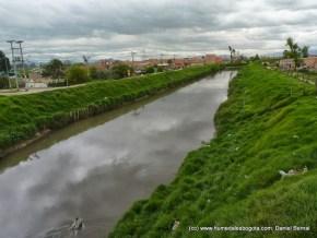 Río Tunjuelo a la altura del Humedal La Isla