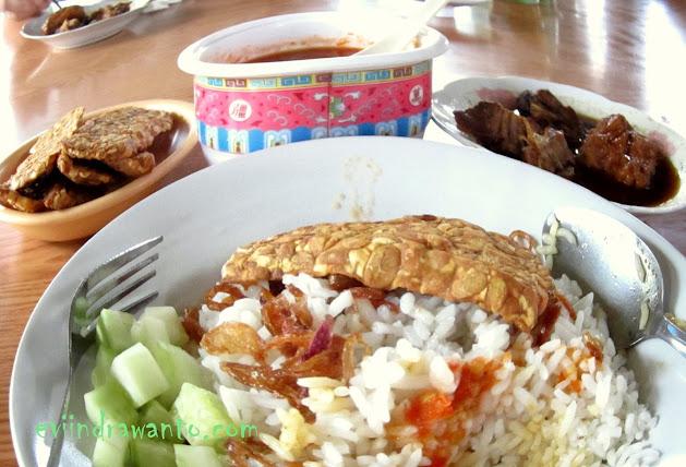 kuliner bandar lampung nasi uduk aris