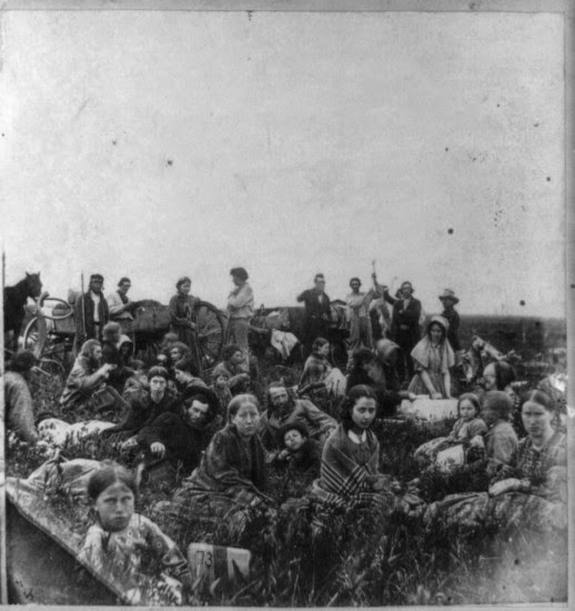 A group of people escaping from the Indian massacre of 1862 in Minnesota. (Library of Congress Prints and Photographs Division Washington, D.C.)
