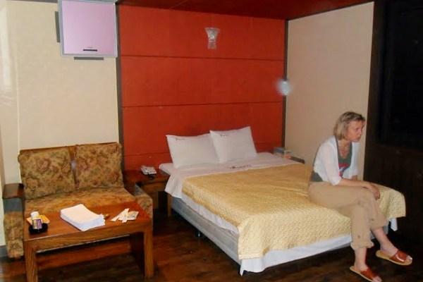 decent room in a korean love motel