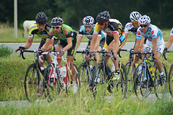 kopgroep in 43e Grote Ommegangprijs wielrennen