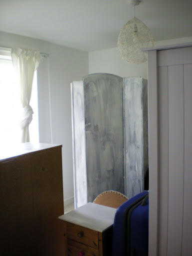 Project Thirty Eight: Painting my Wardrobe White (3/6)