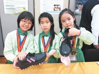 4年級學生許芷寧、張庭瑋、吳佩珍發明「發光鞋」