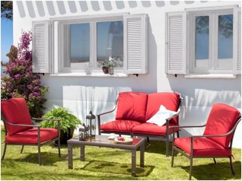 Muebles de jardín en Carrefour II.