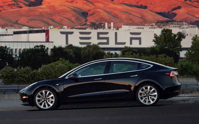 Tesla Model 3 Obrashtane na volan Обръщане на волан