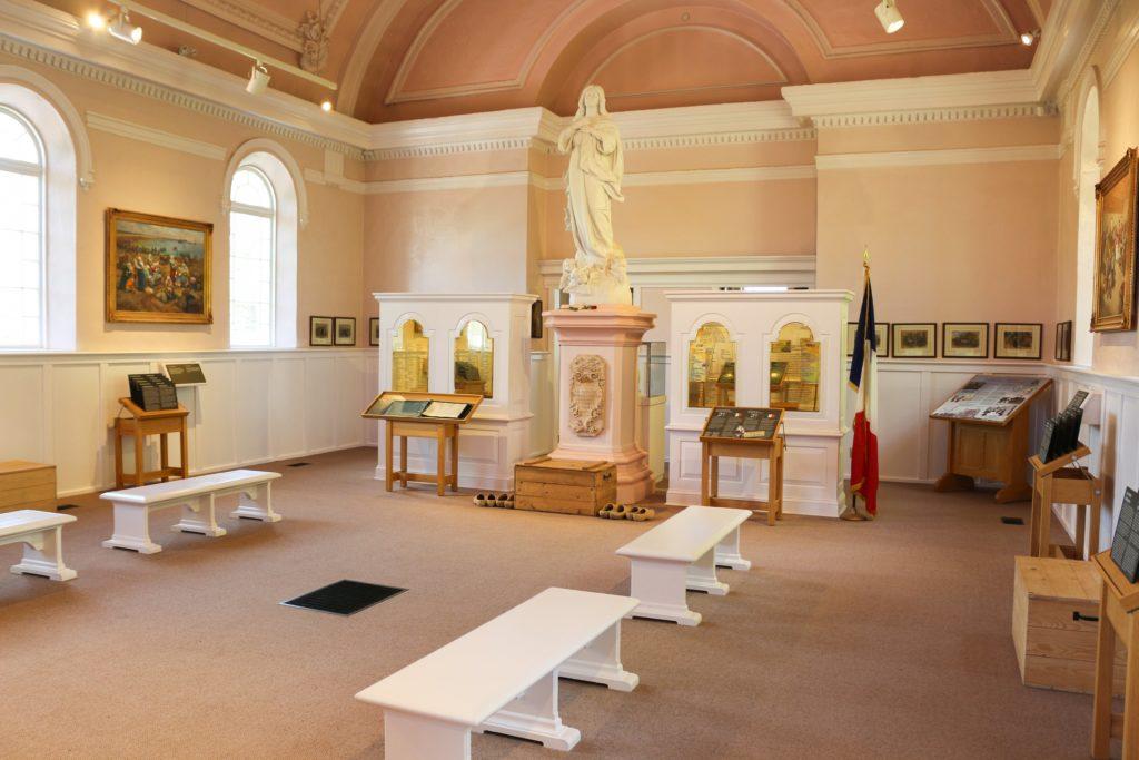 expo dans l'église de Grand Pré