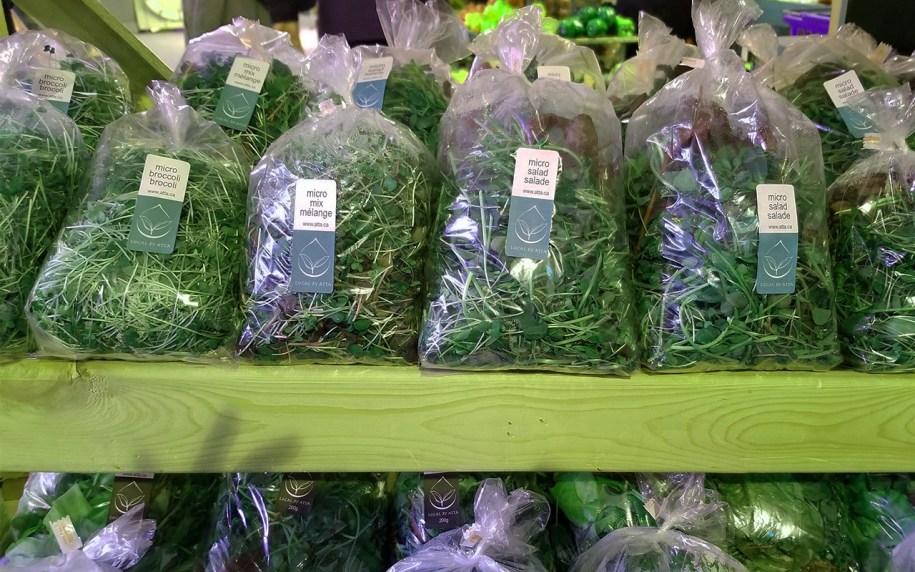 Marché fermier de Dieppe. Sachets de verdure