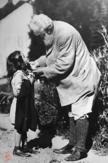 Alexander Graham-Bell et les enfants. Crédit photo Parcs Canada