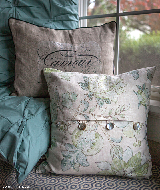 https liagriffith com easy diy envelope pillow covers
