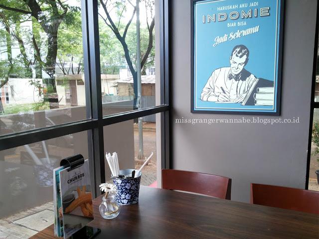 desain-interior-waroeng-mee-bsd