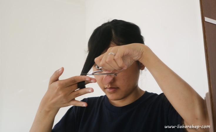 Cara Memotong Rambut Poni Sendiri