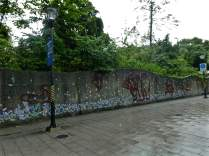wall murals on the way to the zoo