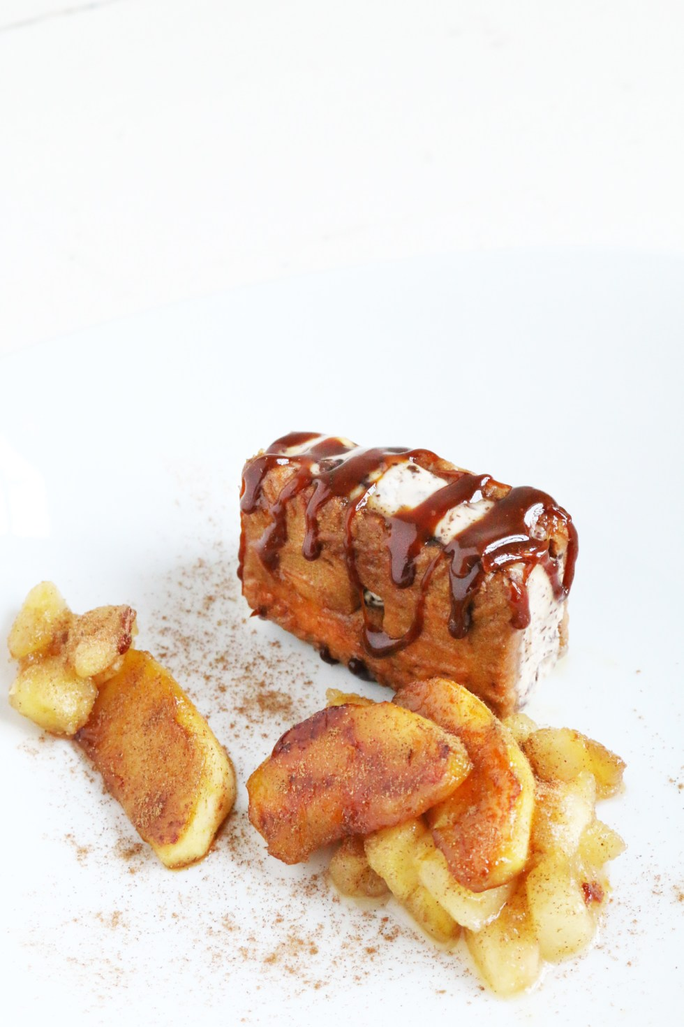 比利時肉桂餅乾莢巧克力碎鮮奶油香緹醬