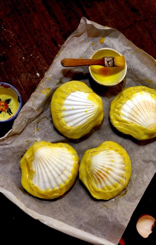 Noix de Saint-Jacques et fondue de poireaux en coquilles lutees-2