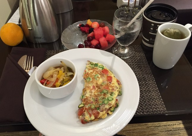 Omelet, salsa, fruit, and tea