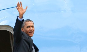 U.S. President Barack Obama waves as he leaves Rome's airport March 28, 2014. REUTERS/Giampiero Sposito (ITALY - Tags: POLITICS)