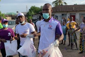 Lockdown: Jubilation In Udu As Ernest Bebenimibo Foundation Dole Out Food Pacts To Over 100 Households In Ekete – The Liberator